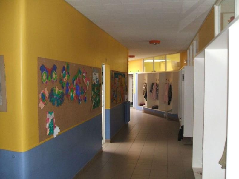 Couloirs de l'école de plain-pied
